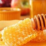 <b>Sáp ong </b>giúp dưỡng ẩm