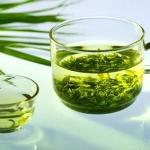 <b>Tinh dầu lá trà </b> giúp kháng viêm & kiểm soát bã nhờn